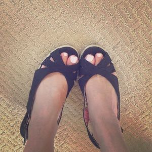 Very comfy black wedges